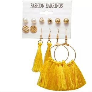Jewelry - Set of yellow / gold earrings